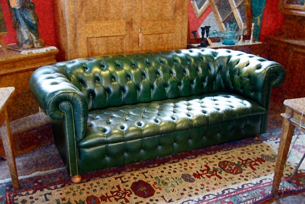 le garde temps antiquit s canap chesterfield. Black Bedroom Furniture Sets. Home Design Ideas