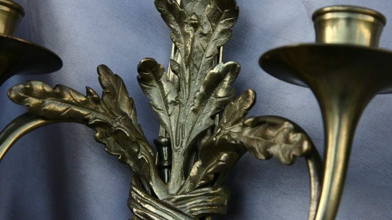 Paire d'appliques de style Louis XVI - Modèle aux trompes de chasse