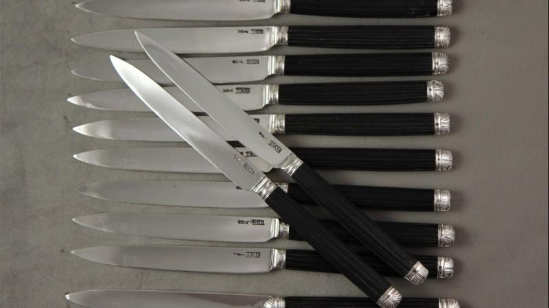 12 couteaux à dessert, lames argent - Suisse, Aarau, fin du XVIIIe siècle