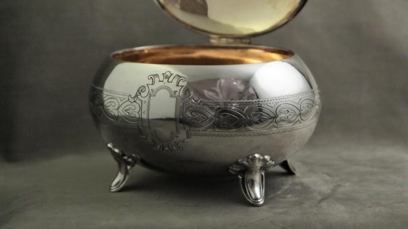 Sucrier ovoïde en argent massif et vermeil - Allemagne, vers 1850