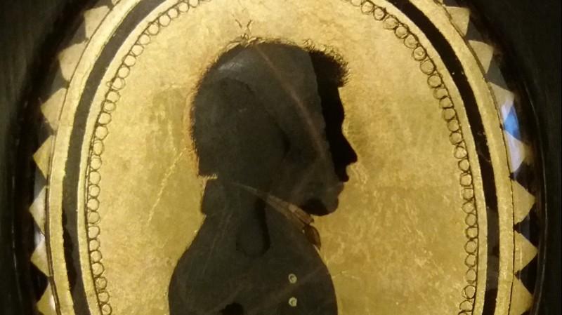 Silhouette en verre églomisé - début du XIXe