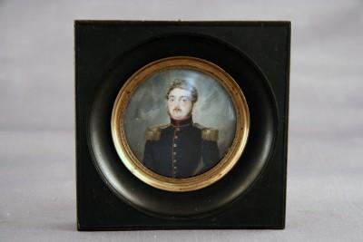 Miniature sur ivoire - Officier, vers 1840