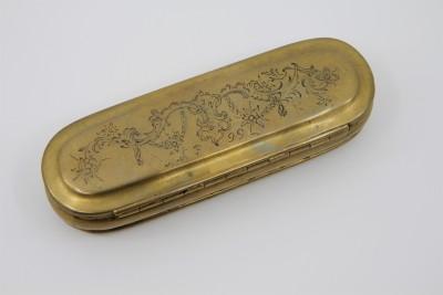 Tabatière hollandaise en laiton - Datée 1722