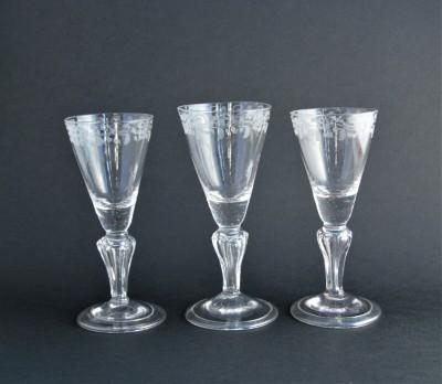 Trois verres à jambe, XVIIIe