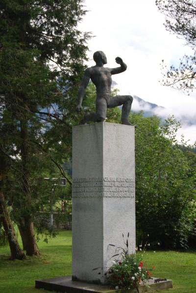 Le monument original, dans le parc du château d'Interlaken