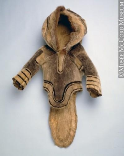 Un amauti conservé au Musée McCord de Montréal