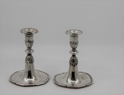 Paire de petits flambeaux trompette - Berne, Pochon Frères, XXe