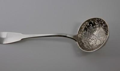 Cuillère à saupoudrer, XVIIIe - Papus & Dautun, Lausanne 1780-1793