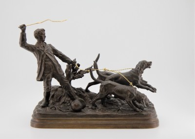 Alfred DUBUCAND (1828-1894) - Valet retenant ses chiens, bronze & or