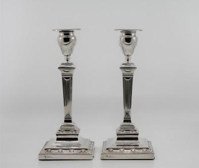 Paire de flambeaux anglais, fin XIXe - Hawksworth, Eyre & Co,  Sheffield 1899